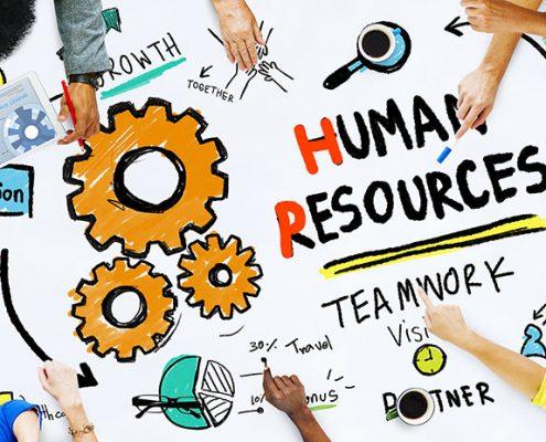 تصویری شماتیک از همکاری چند نفر روی طرح یک پروژه با رویکرد نقد مدیریت نیروی انسانی و حرکت به سوی مدیریت منابع انسانی و در نهایت مدیریت سرمایه انسانی