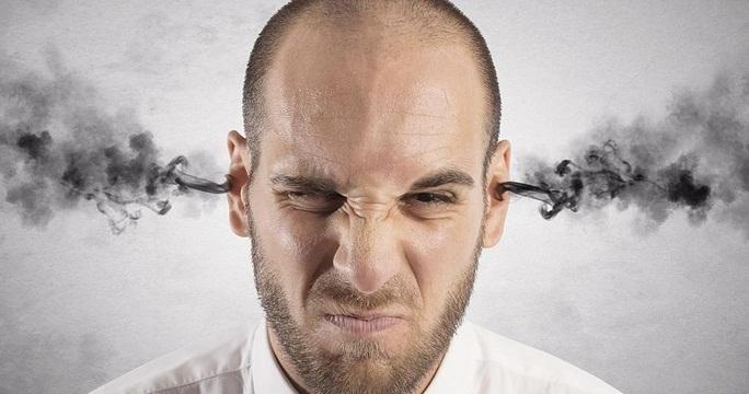 تصویری از فردی عصبانی با درجه ی عصبانیت زیاد