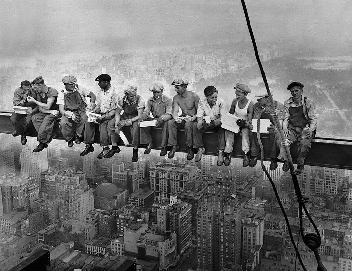 تصویر مشهور ناهار کارگران ساخت برج راکفلر بر بلندی ساختمان، الهام بخش گفتگوی حساس
