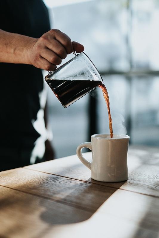 عکسی از سرو قهوه؛ شاید راه حلی برای گفتگوی حساس