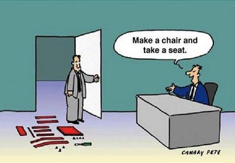یک کارتون که پرسشی عجیب در آغاز یک مصاحبه شغلی را به نقد کشیده است.